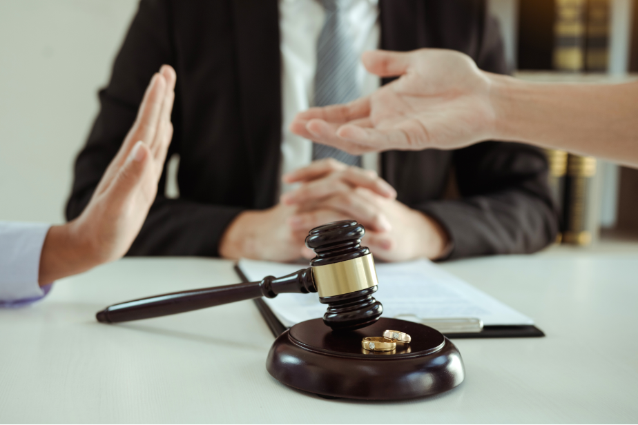 Finding the Right Family Lawyer for You
